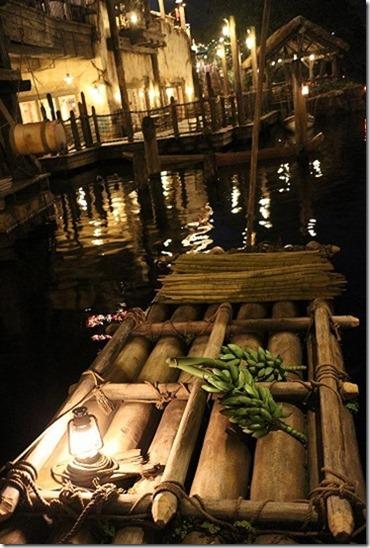 運河の夜景 EMS-M22mmで撮影