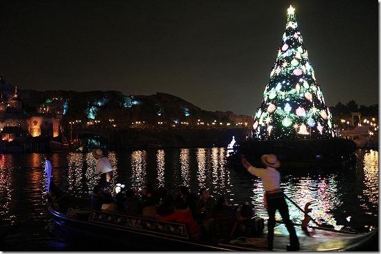 クリスマスツリーと船の夜景 EMS-M22mmで撮影
