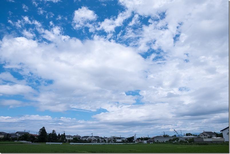 SIGMA18-200mmのテレ側レビュー、町並みと雲